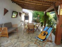 images/gites/domaine-angelou/atelier-gallery/terrasse.jpg